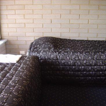 2 single beds flat/unit